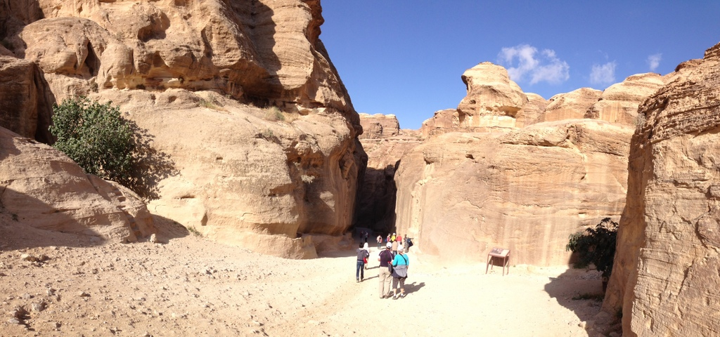 Jordan - Petra - start of Siq