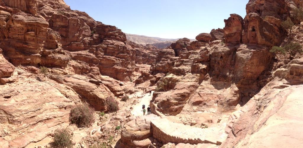 Jordan - Petra - walk to Monastery