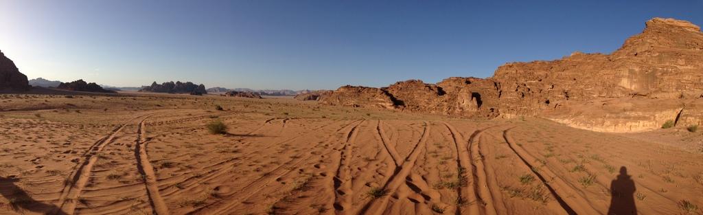 Jordan - Wadi Rum desert tracks