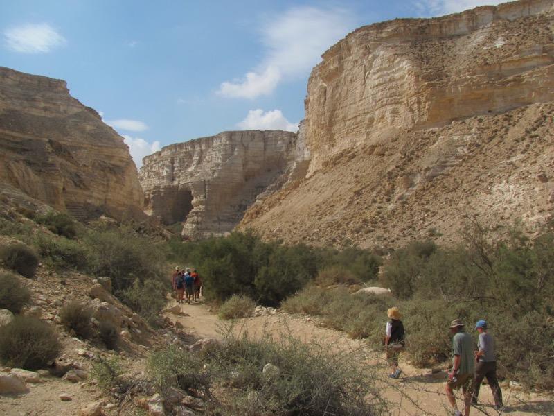 hiking wadi zin