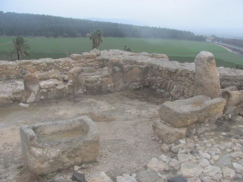 megiddo solomon stables