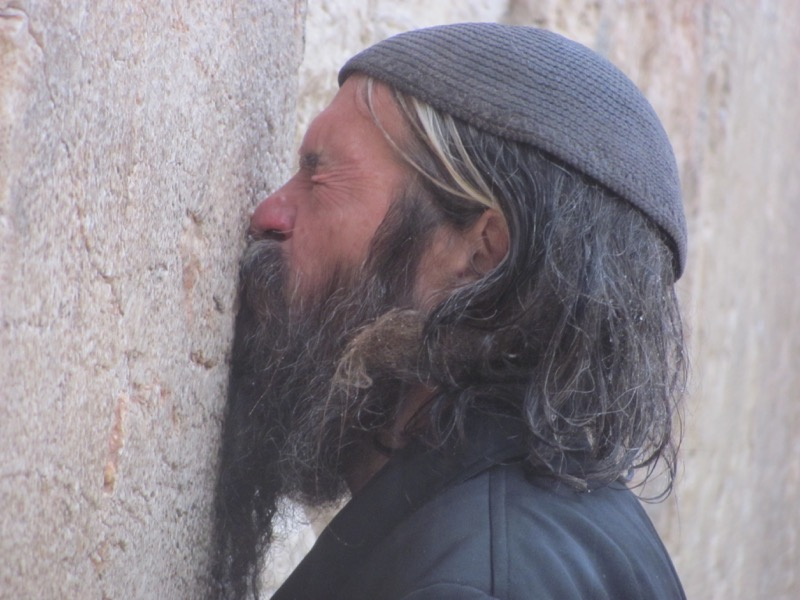 jewish man at western wall