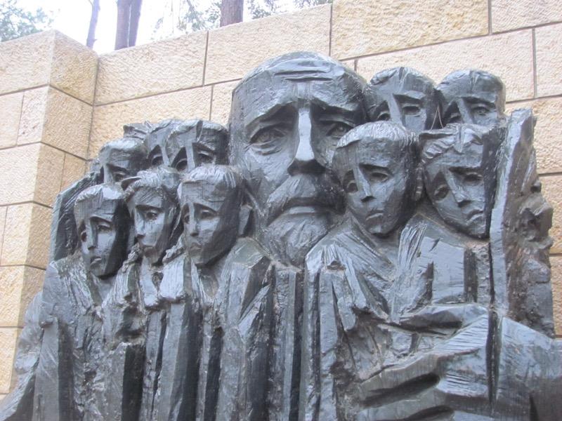 yad vashem sad father children's memorial