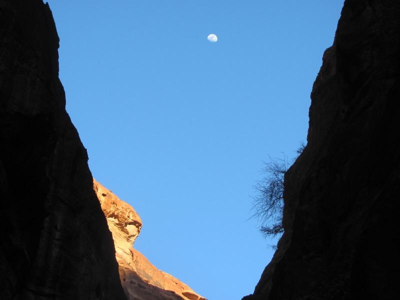 siq and full moon at petra