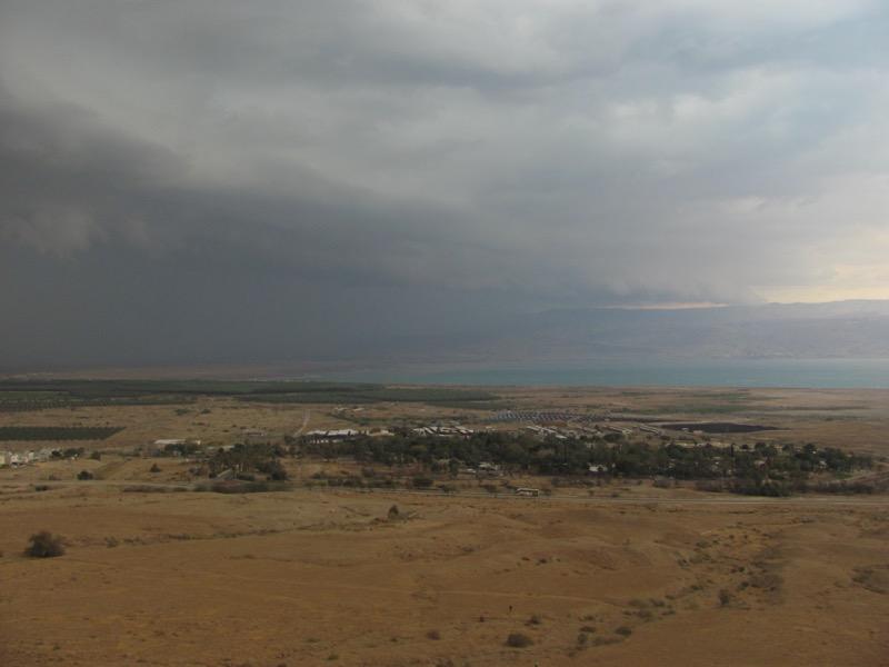 thunderstorm qumran black cloud