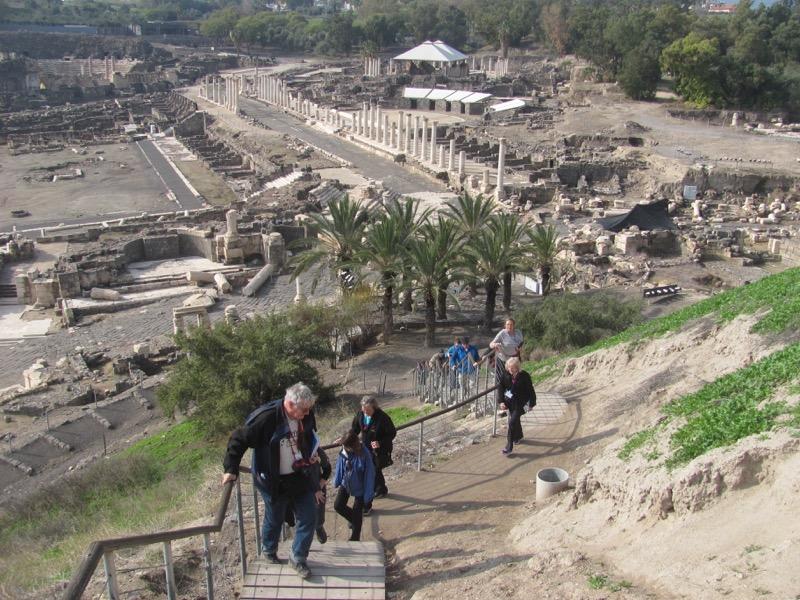 walking up tel beth shean Israel tour