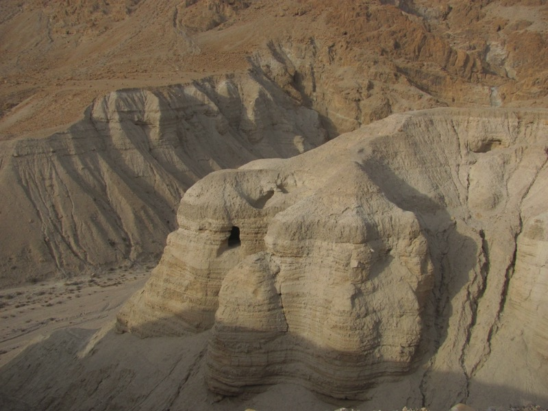 Qumran cae 4 israel tour