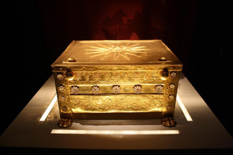 Gold-box-containing-the-bones-of-Philip-II February 2017 Greece Tour