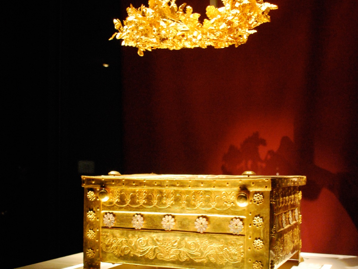 Gold from tomb of Phillip II